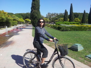 Di-riding-a-bike-in-Valencia